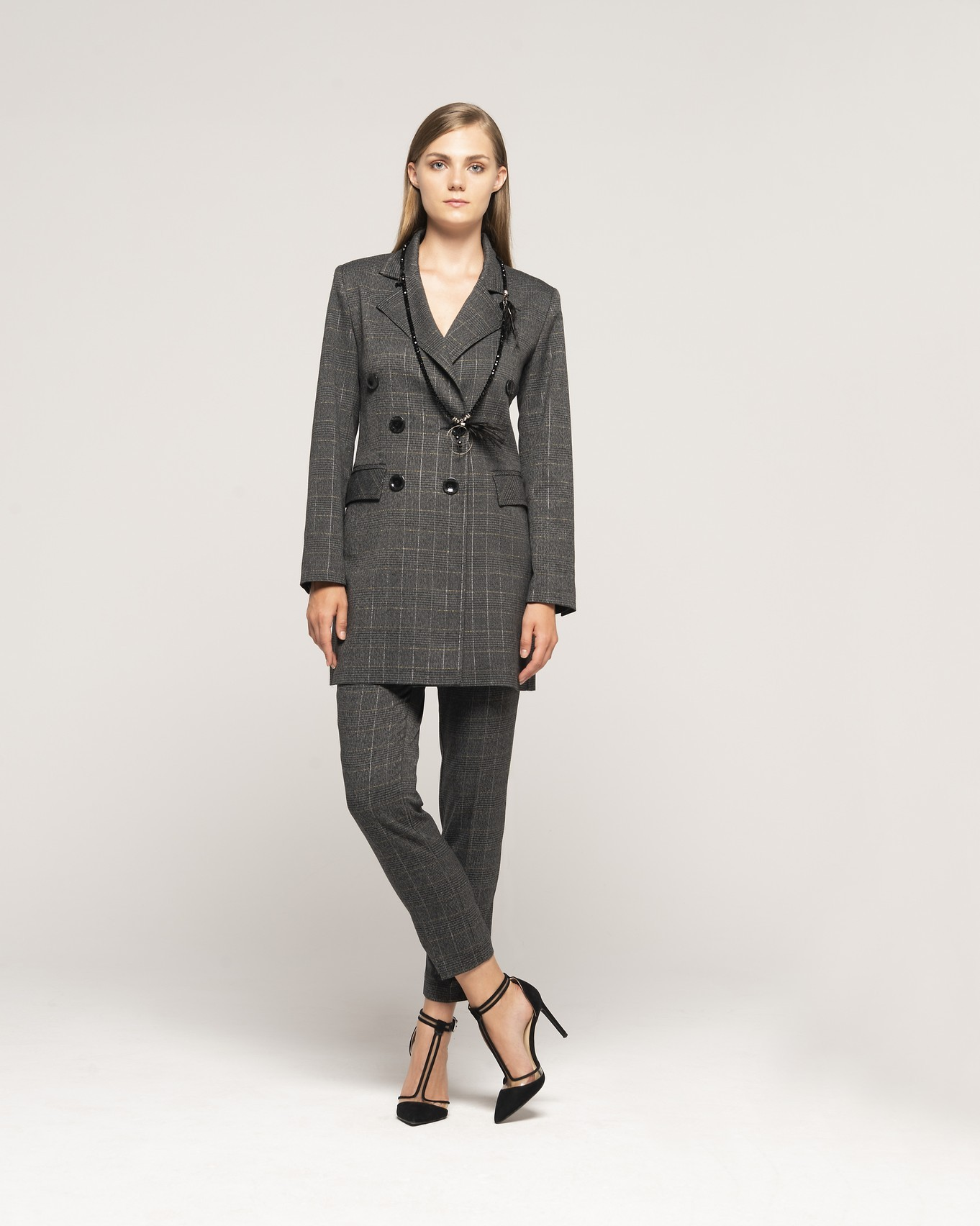 JACKET 603 - TROUSERS 106 - NECKLACE C365.jpg