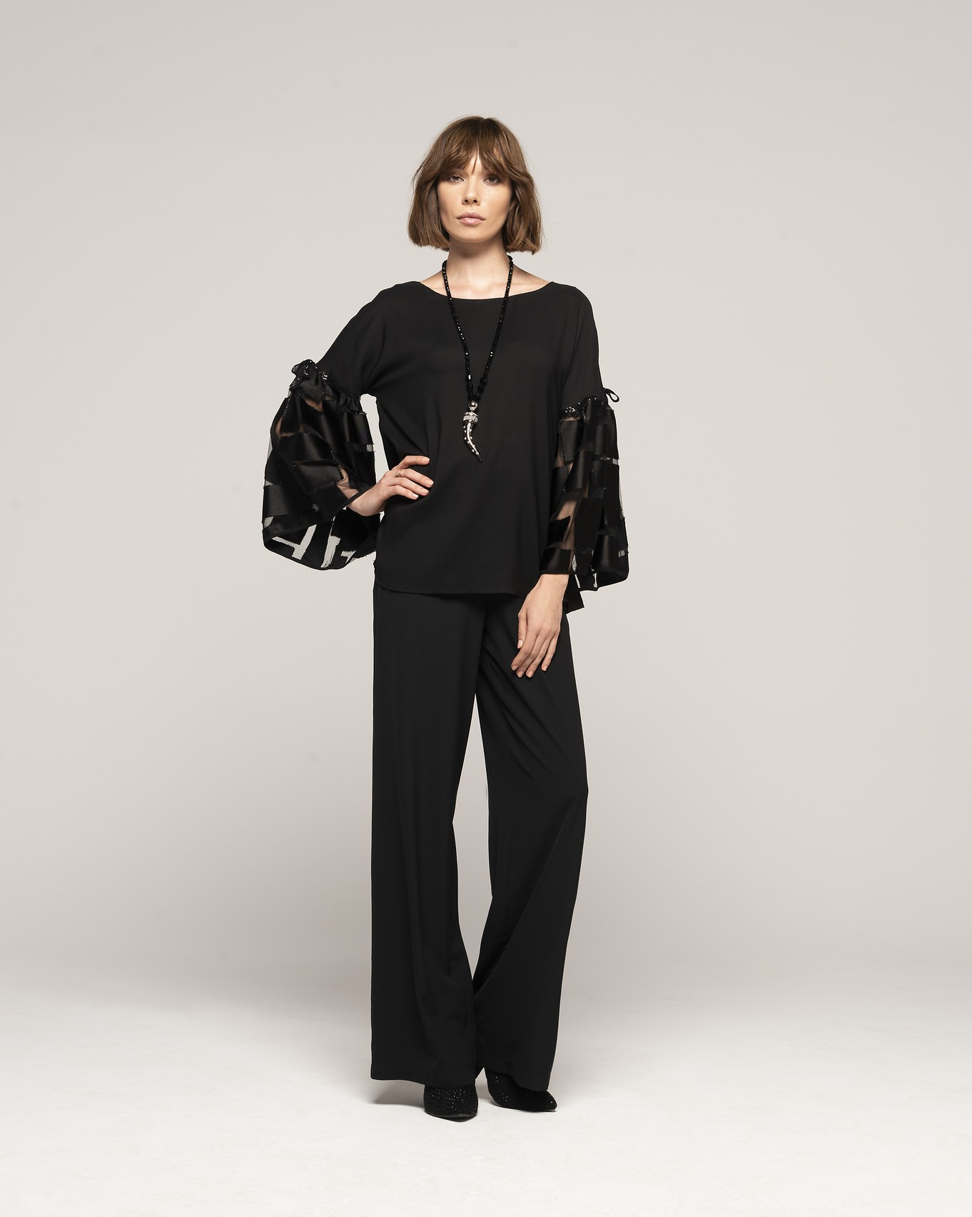 BLOUSE 216 - TROUSERS 146 - NECKLACE C352.jpg