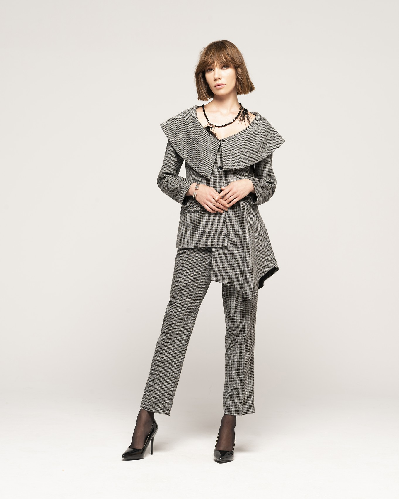 JACKET 602 - TROUSERS 103 - NECKLACE C365.jpg